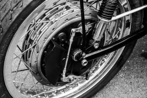 chromefälgar på en motorcyckel